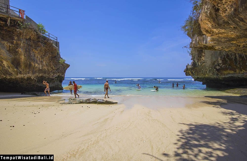 indahnya pantai blue point