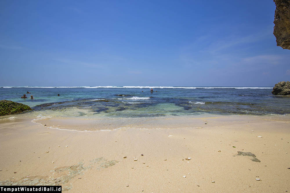 pemandangan pantai blue point