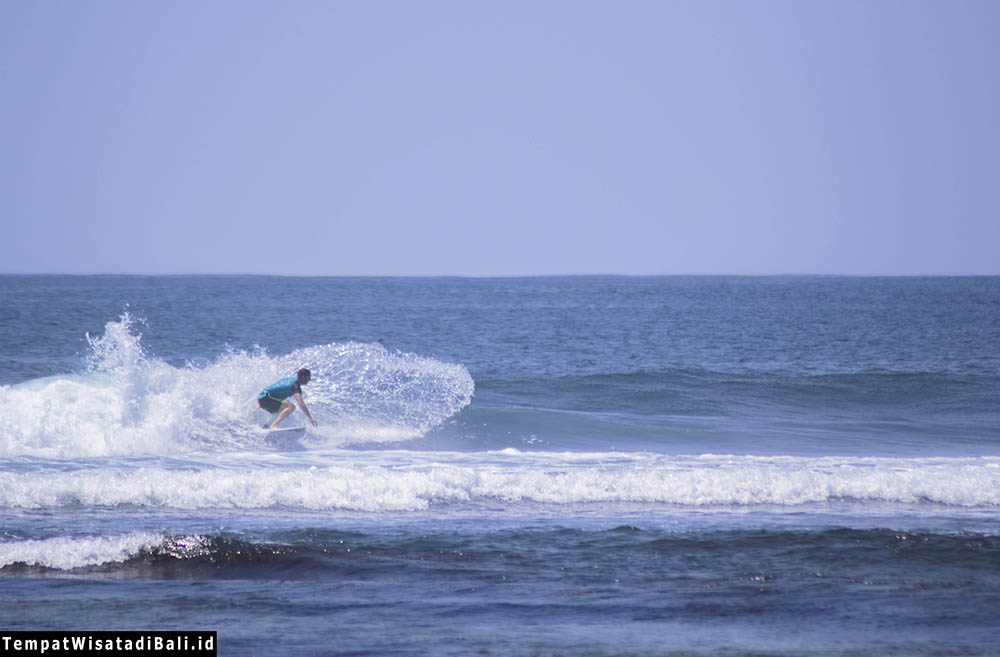 surfing di pantai blue point